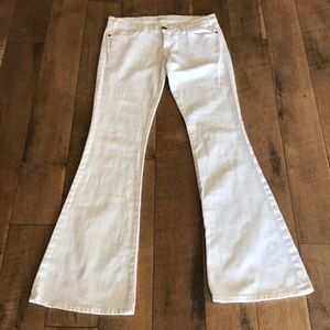 Current Elliott low bell white jeans in size 27
